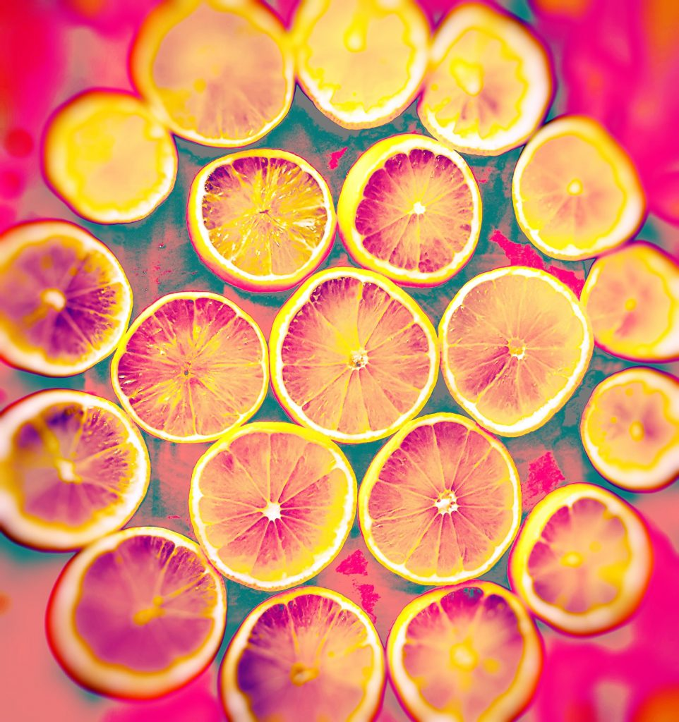 rondels of limes, one in the centre, 6 around it and then 13 in the outer circle, yellow and pink
